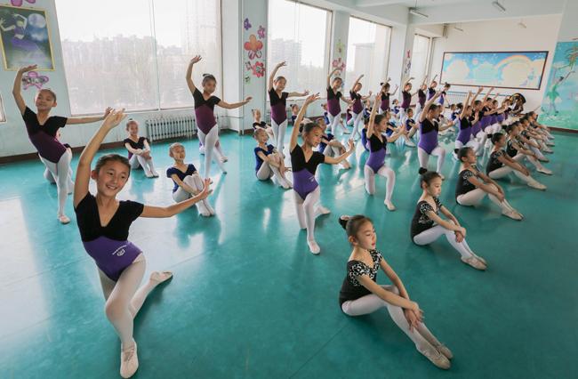崇文街学生小学小学的正在舞蹈上课社团莘庄镇图片