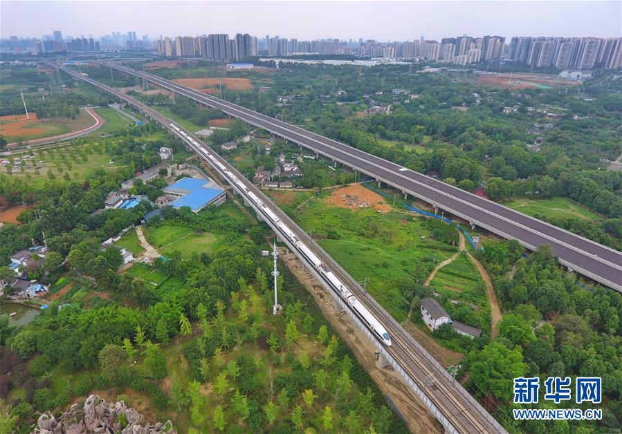 """(新华全媒头条·图文互动)(6)西部有个新的""""圈""""——成渝加快双城经济圈建设"""