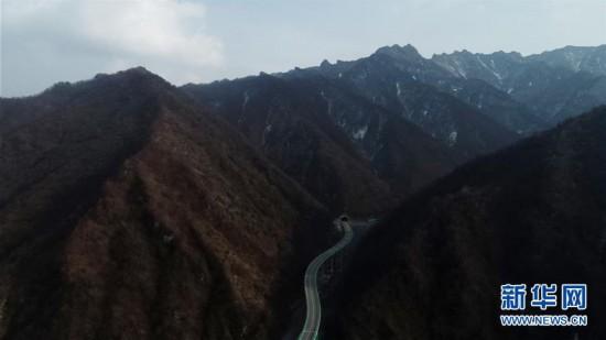 """(五中全会精神在基层)(3)青海:""""网红公路""""的旅游经济带动地区发展"""