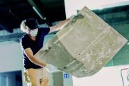 他用尘埃作画,记录一座博物馆的诞生